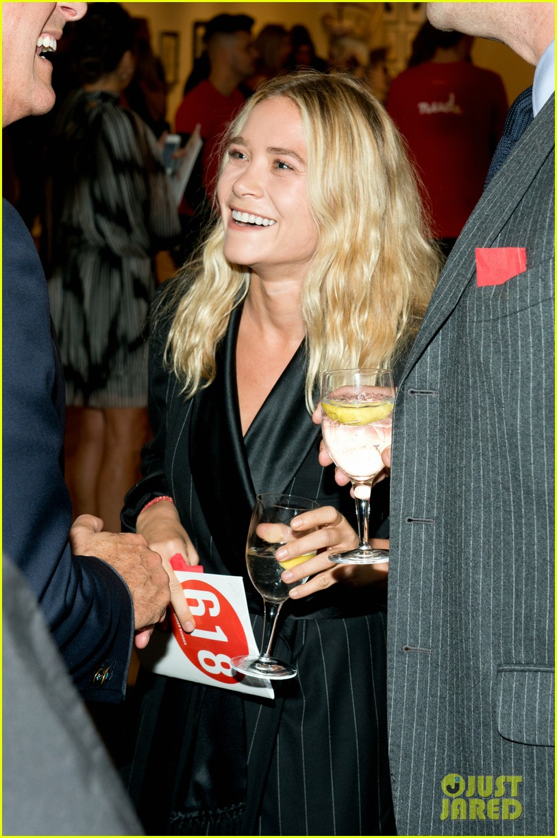 mary kate olsen olivier sarkozy take home a nude art auction 022969096
