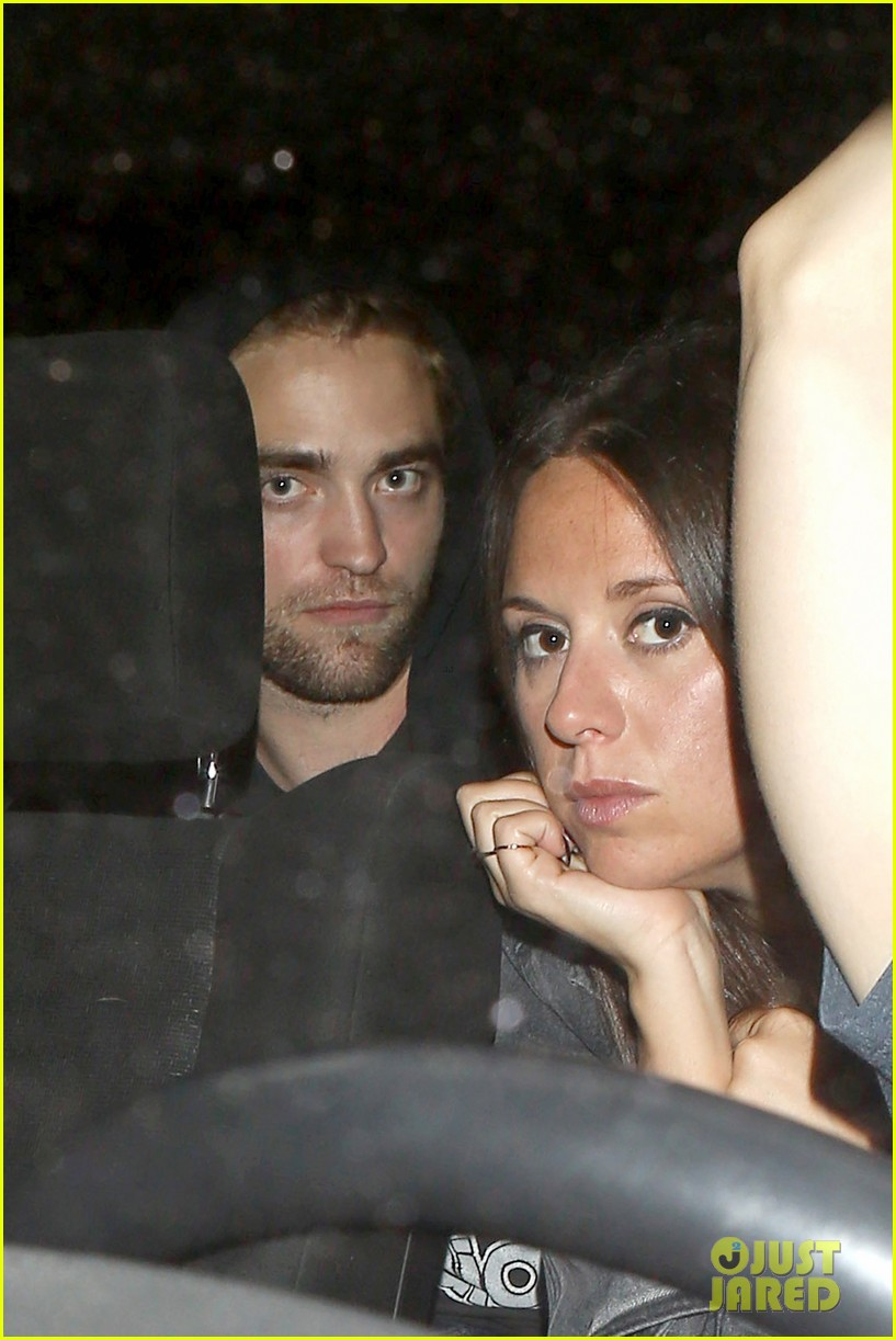 robert pattinson arctic monkeys concert with florence welch 12