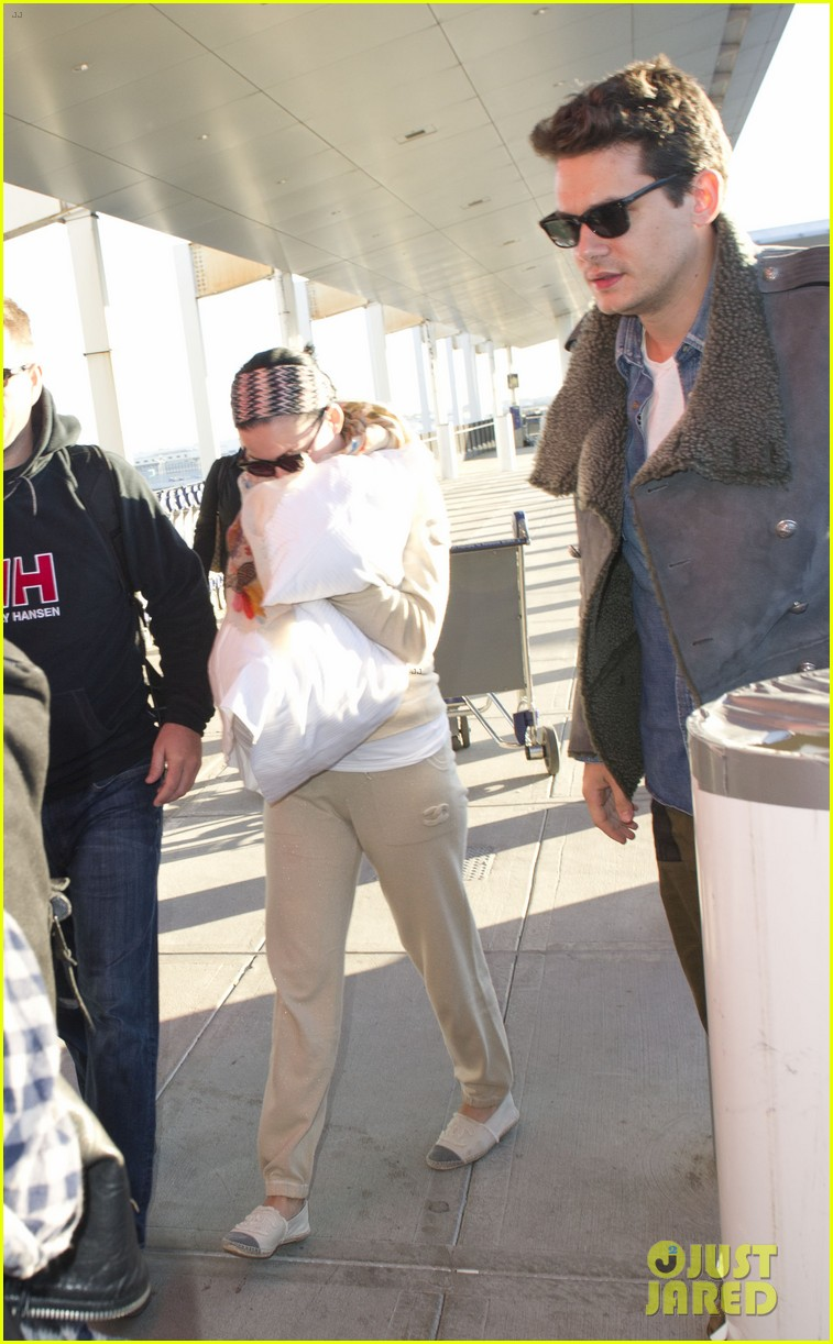 katy perry john mayer catch flight out of new york city 05