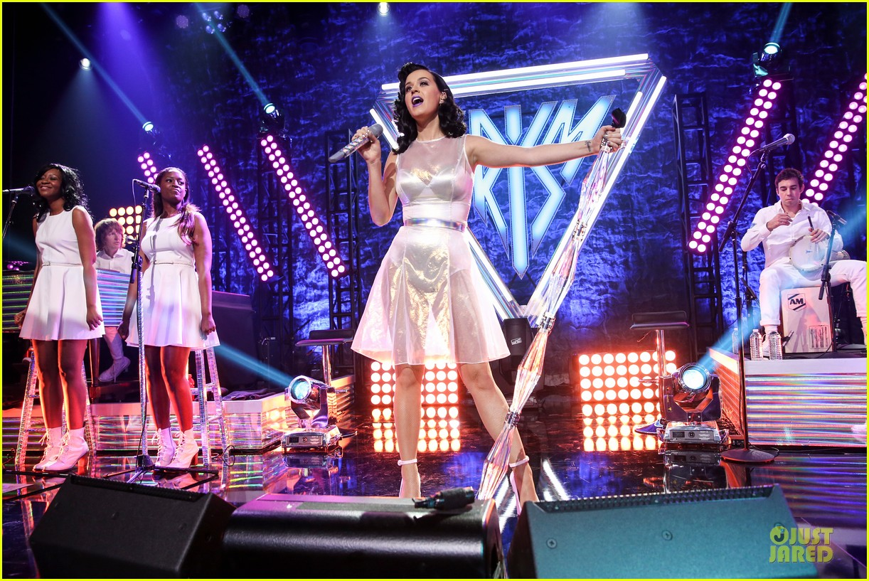 katy perry performs at iheartradio prism release party 03