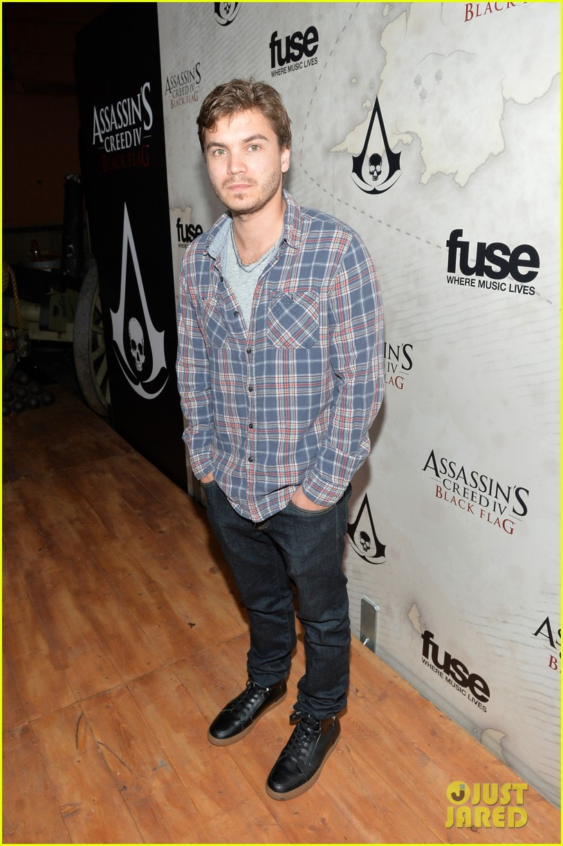 alex pettyfer emile hirsch assassinss creed iv black flag launch party 08