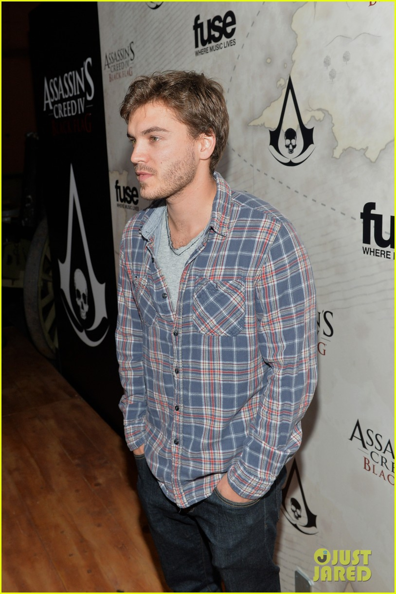 alex pettyfer emile hirsch assassinss creed iv black flag launch party 14