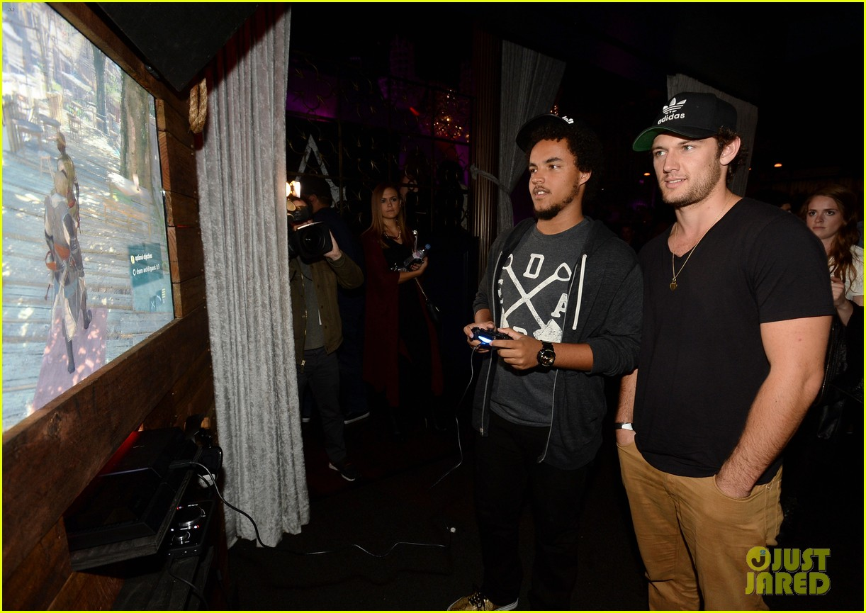 alex pettyfer emile hirsch assassinss creed iv black flag launch party 23