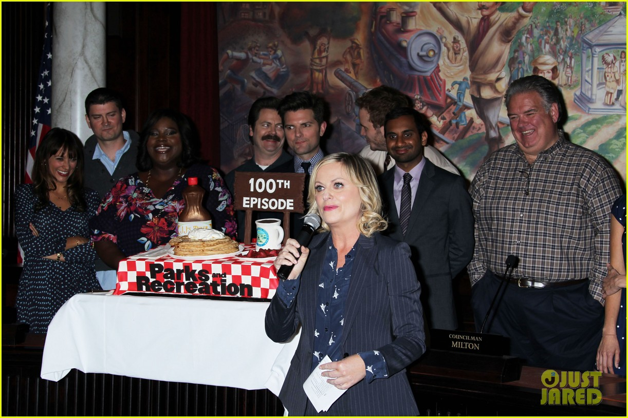 amy poehler parks recreation 100th episode celebration 052973579