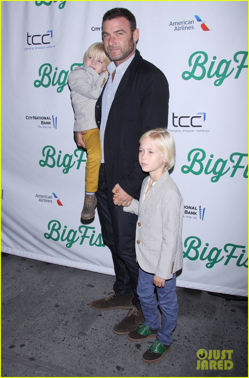 zachary quinto liev schreiber big fish opening night 03