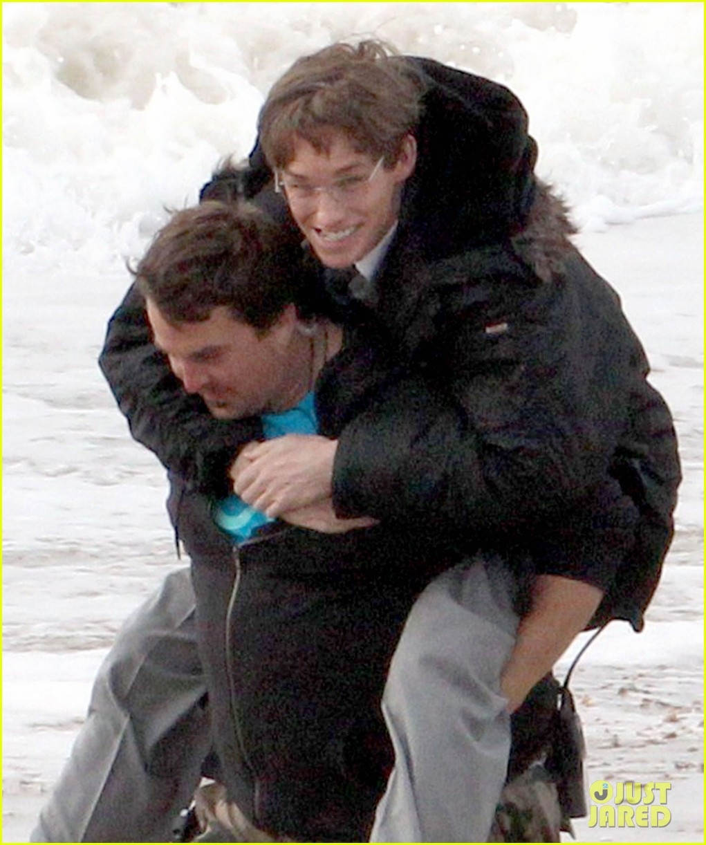 eddie redmayne gets piggy back ride on set 062975417
