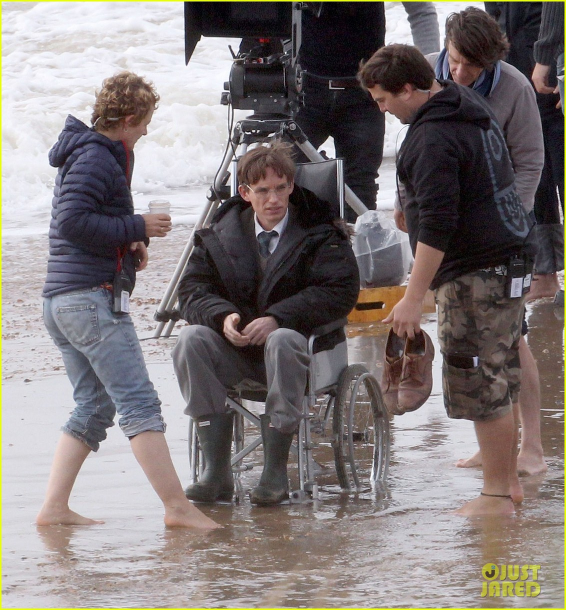 eddie redmayne gets piggy back ride on set 11