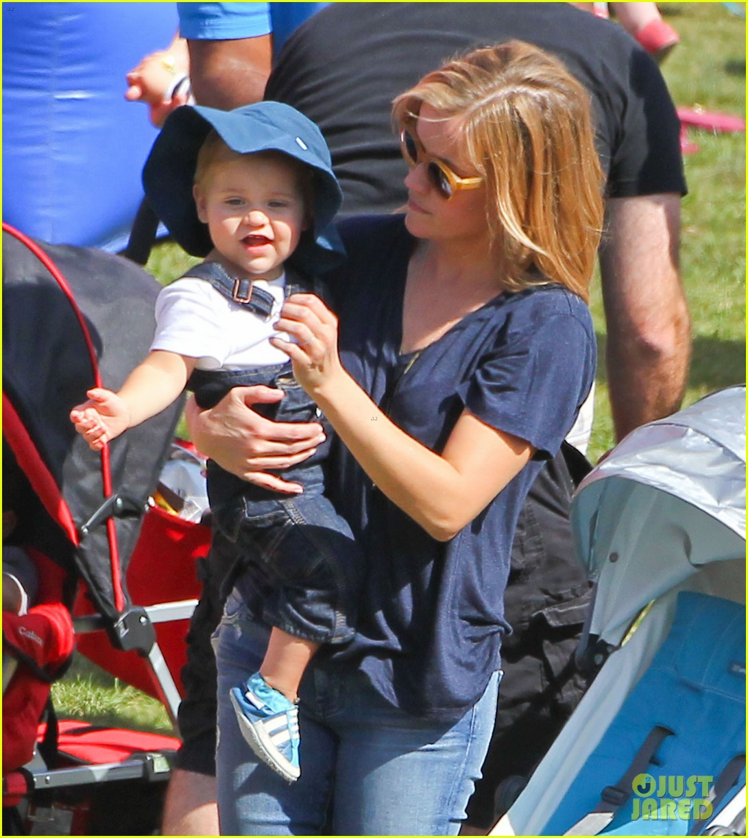reese witherspoon jim toth brentwood corn festival 05
