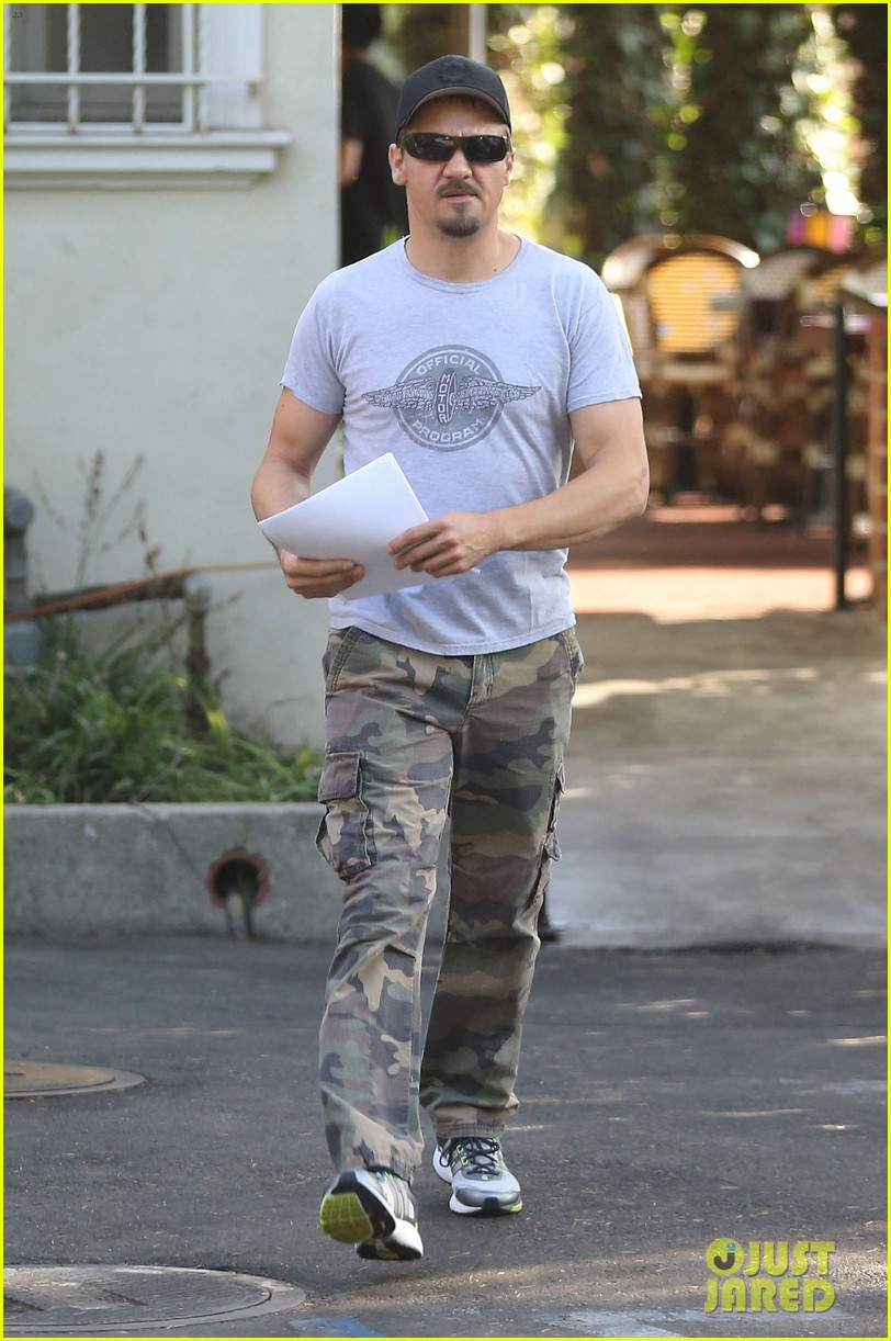 jeremy renner goes camouflage in west hollywood 05