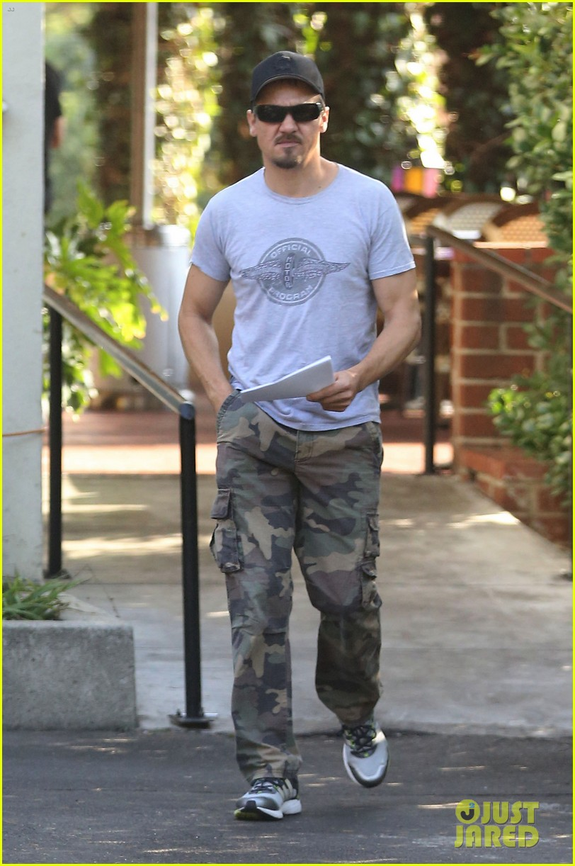 jeremy renner goes camouflage in west hollywood 102965904