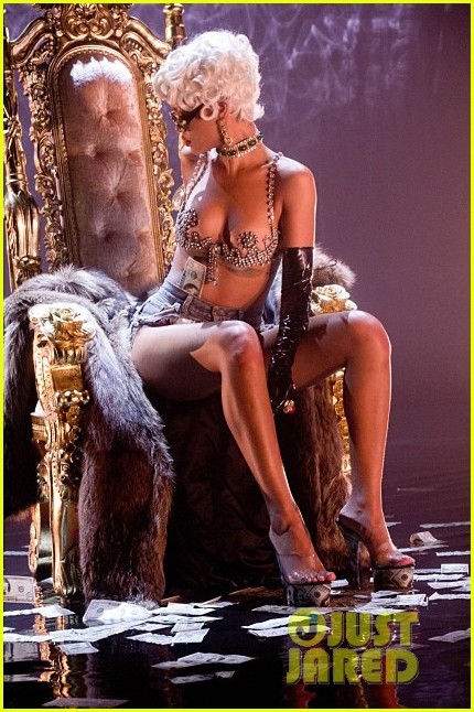 rihanna more pour it up behind the scenes video 12