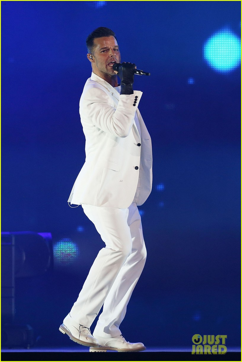 ricky martin hits the stage in australia 02