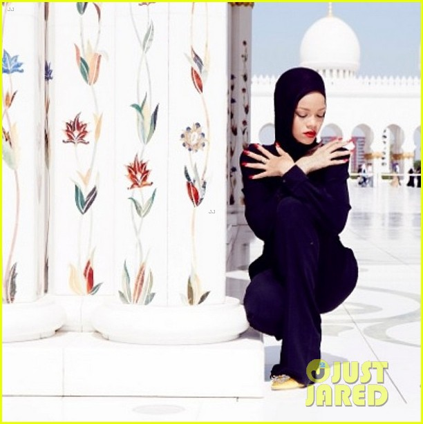 rihanna asked to leave abu dahbi mosque after photo shoot 05
