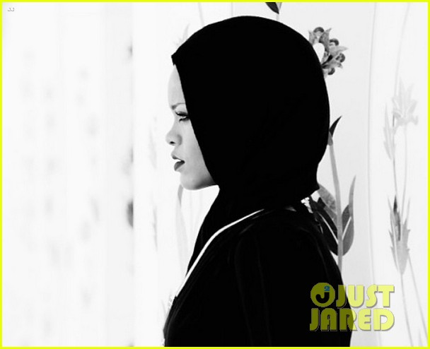 rihanna asked to leave abu dahbi mosque after photo shoot 06