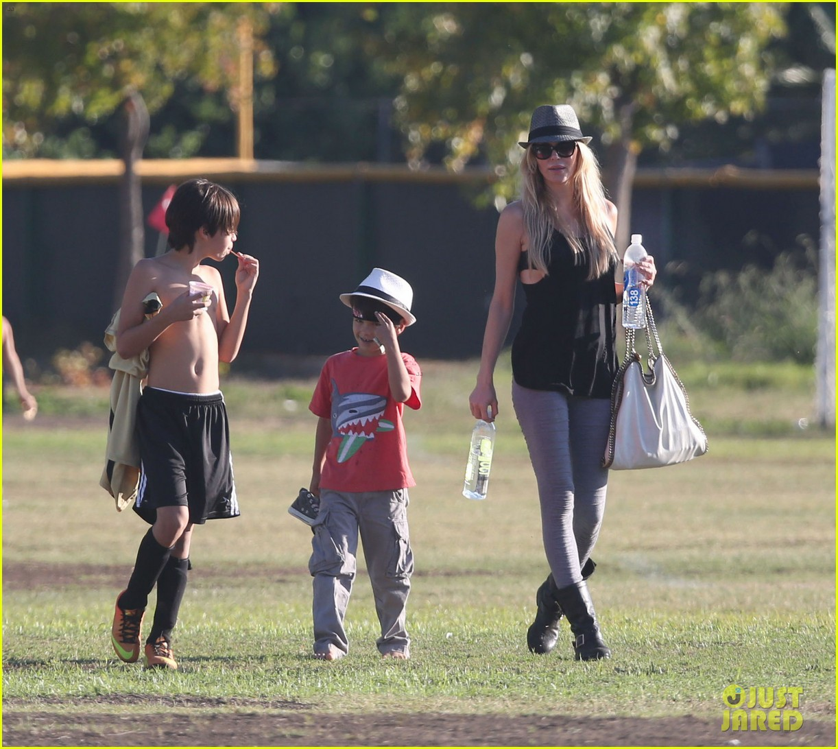 leann rimes eddie cibrian eat in n out at soccer game 152971029