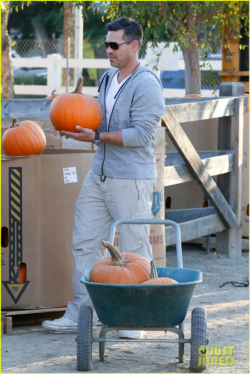 leann rimes eddie cibrian pumpkin picking pair 042974224