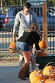 leann rimes eddie cibrian pumpkin picking pair 11