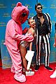 kelly ripa miley cryus vma halloween costume with michael strahan as robin thicke 01
