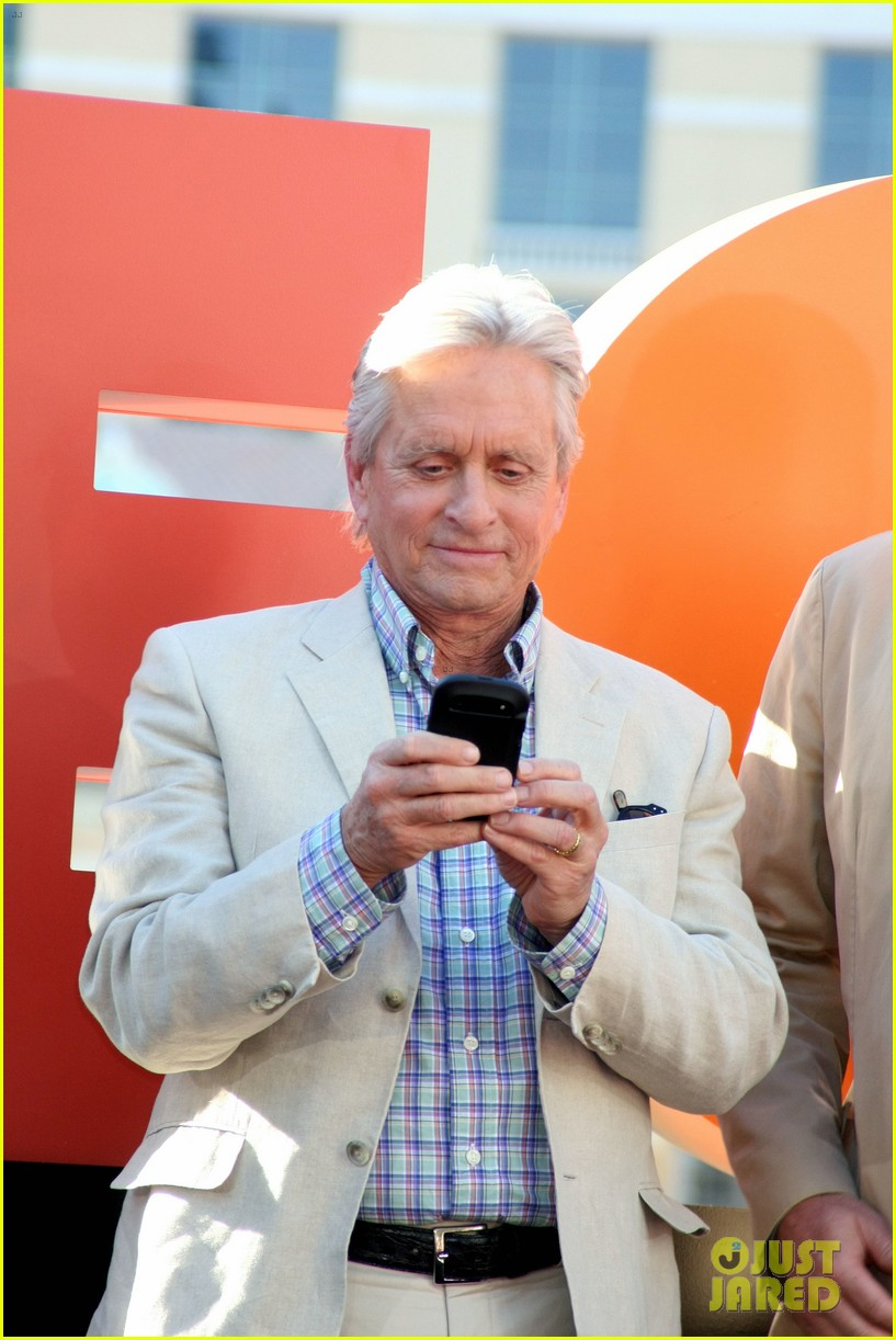 robert de niro michael douglas las vegas cast honored with key to the city 022975891