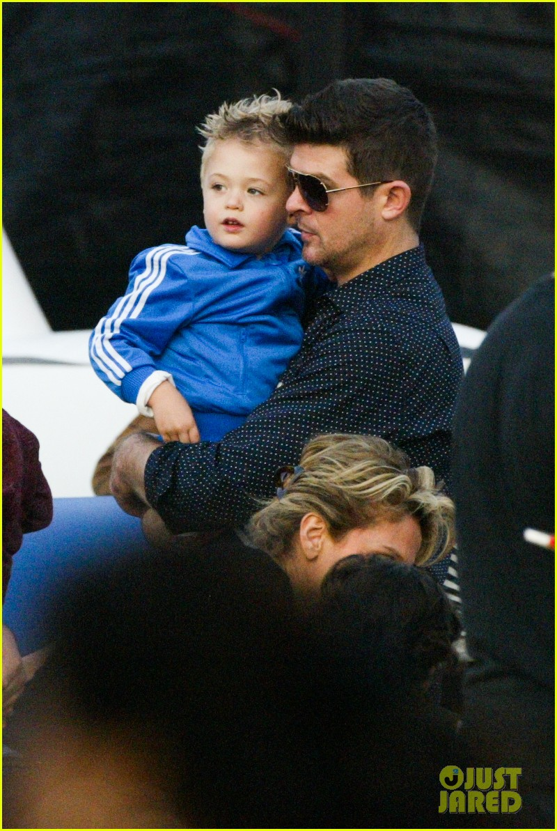 robin thicke paula patton smooches pumpkin patch 06