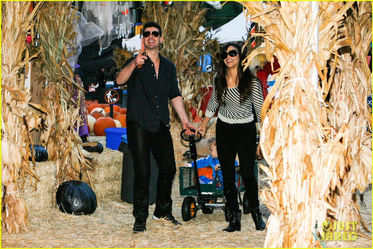 robin thicke paula patton smooches pumpkin patch 122980991
