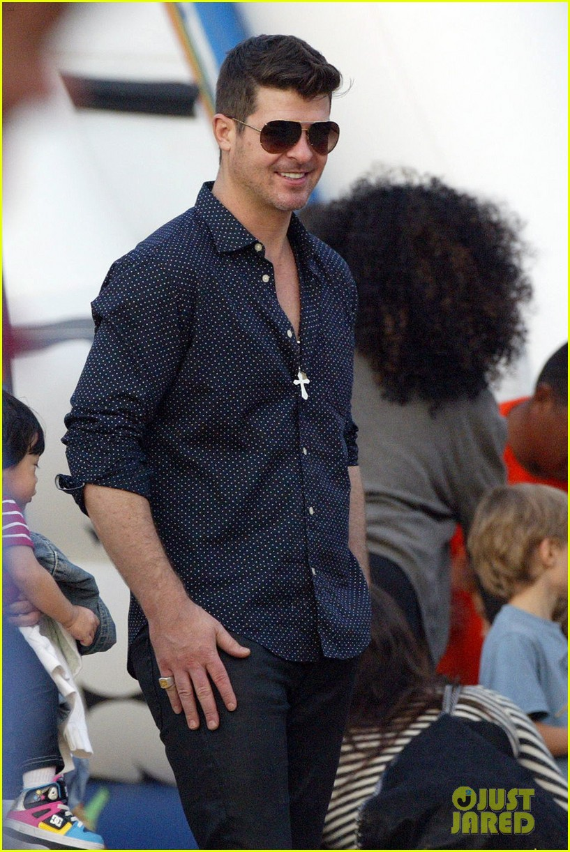 robin thicke paula patton smooches pumpkin patch 282981007