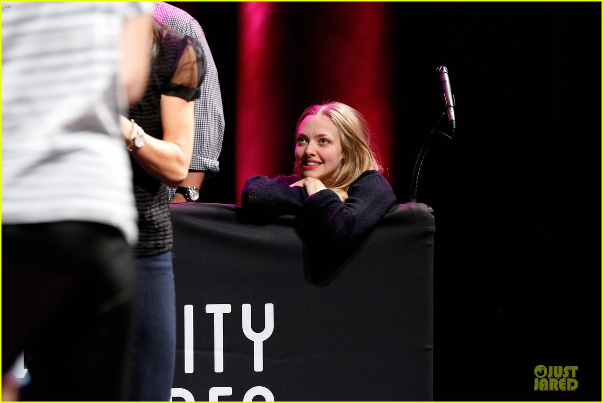 amanda seyfried justin long celebrity charades benefit gala 212982103