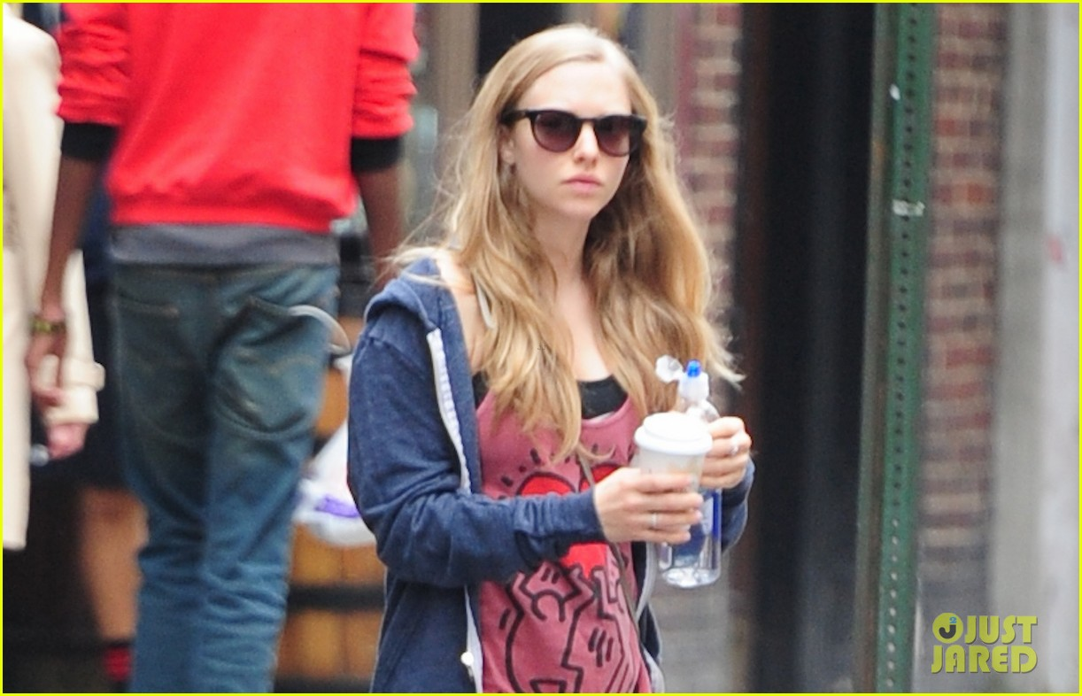 amanda seyfried justin long walk finn after gym 01