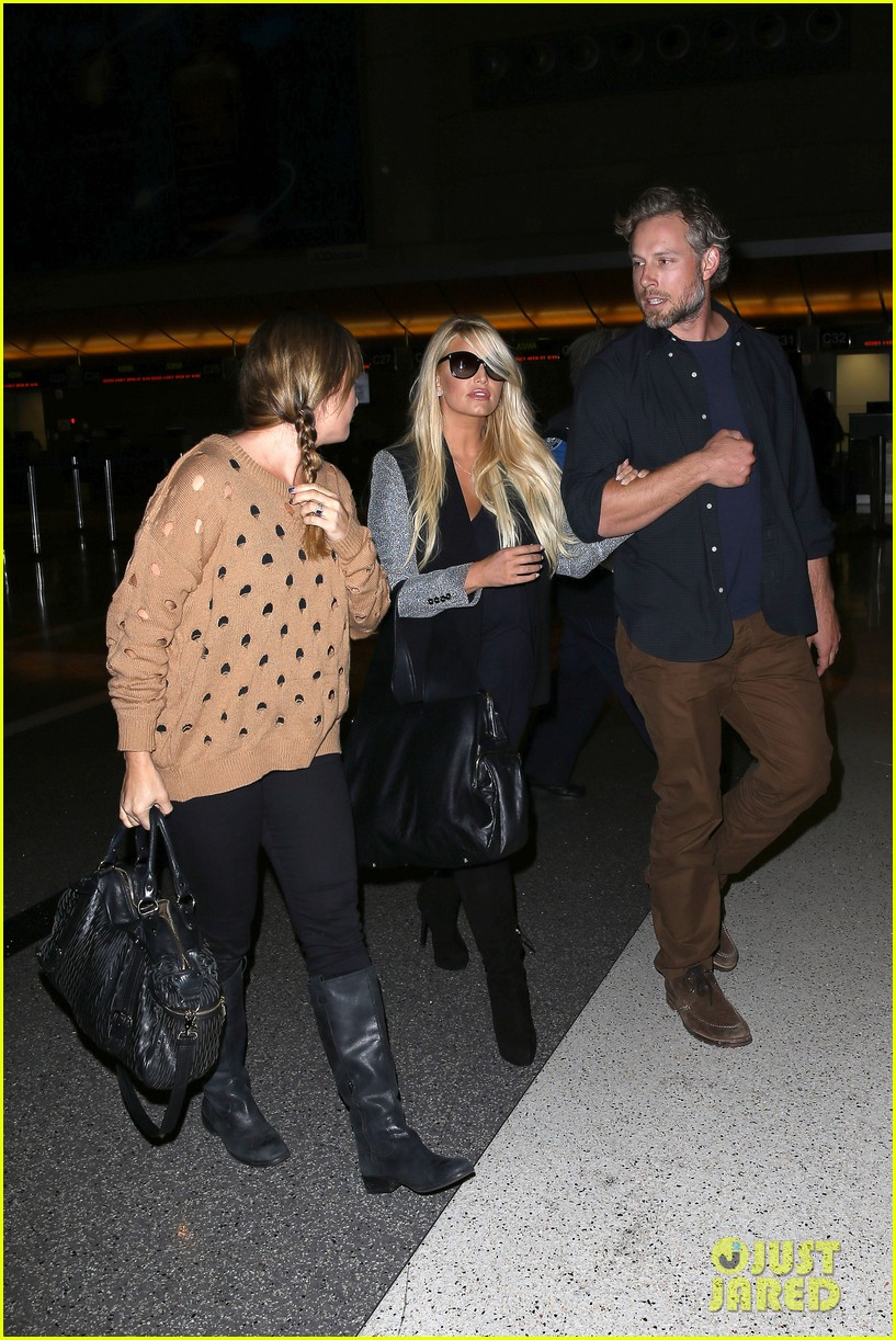jessica simpson links arms with eric johnson at airport 212971818