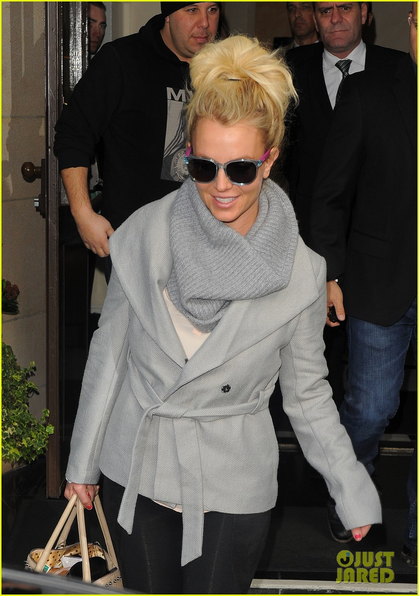 britney spears london exit after taping chatty man 10