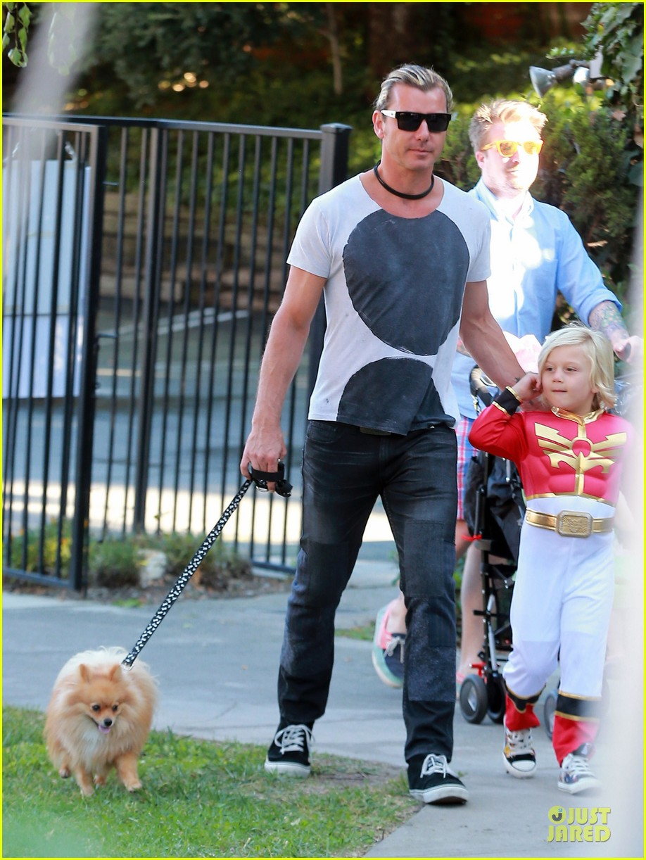 gwen stefani halloween party with the boys 03