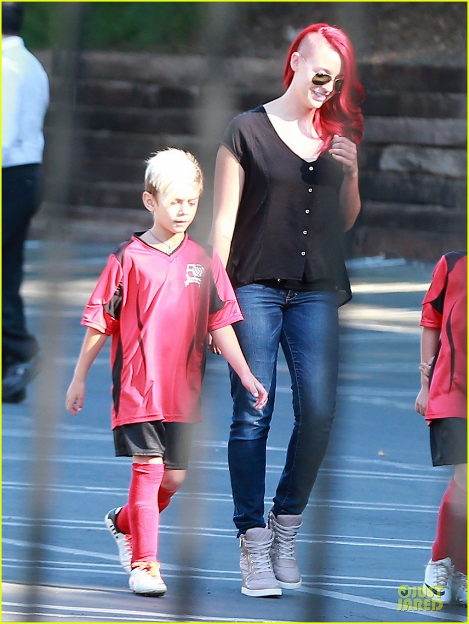 Gwen Stefani: Baby Bumpin' Halloween Party with the Boys!: Photo ...