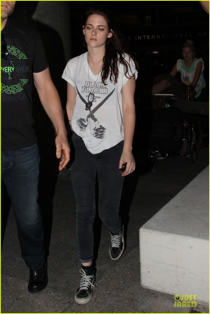 kristen stewart sports arm tattoos at lax airport 05