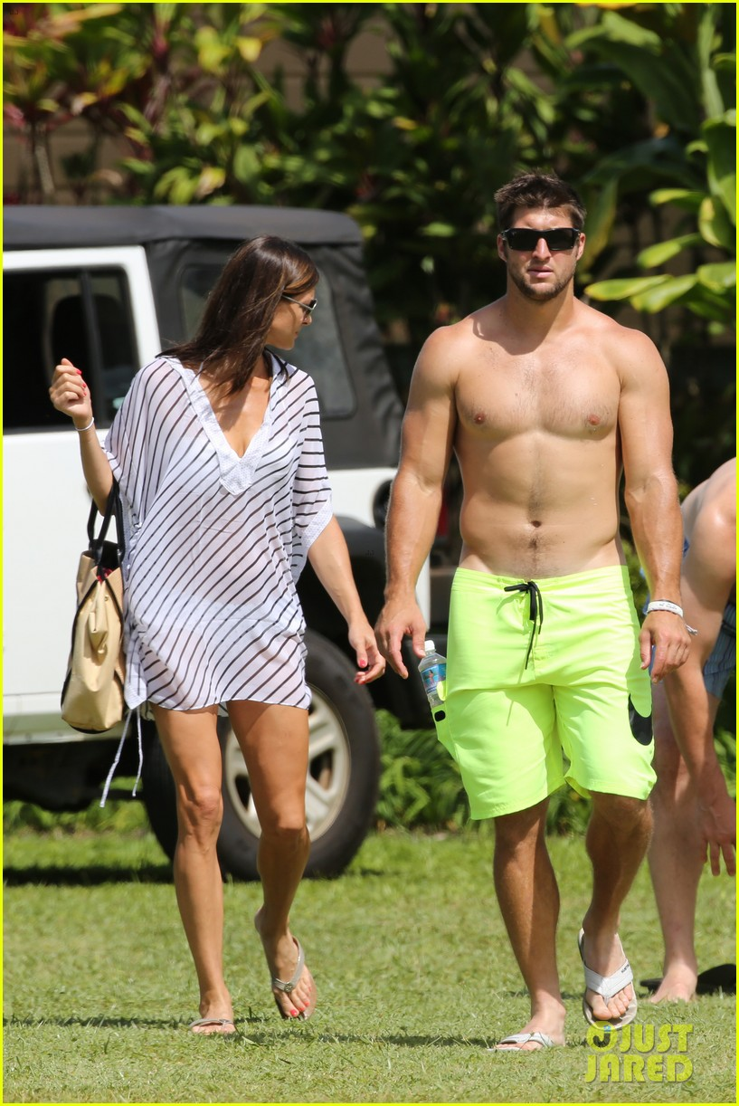 tim tebow shirtless beach stud in hawaii 032971672