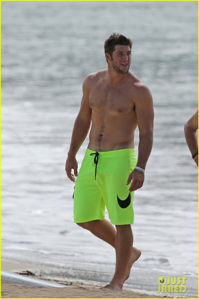 tim tebow shirtless beach stud in hawaii 05