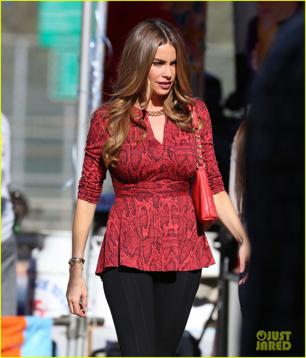 sofia vergara parties it up with modern family diet pepsi 12