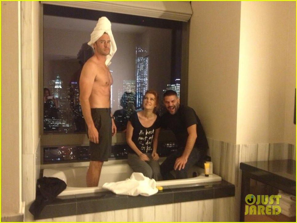 kerry washington scott foley shirtless for scandal party 03