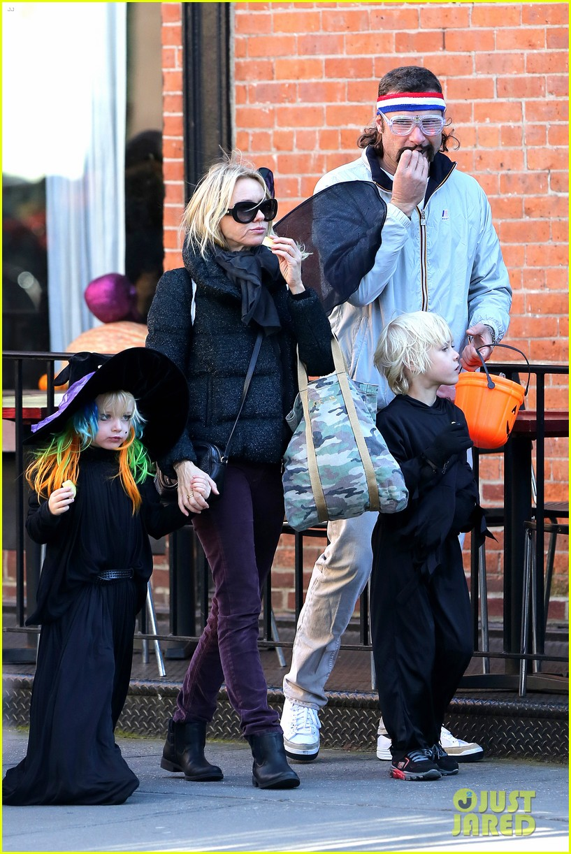 naomi watts liev schreiber early halloween with the boys 152981513