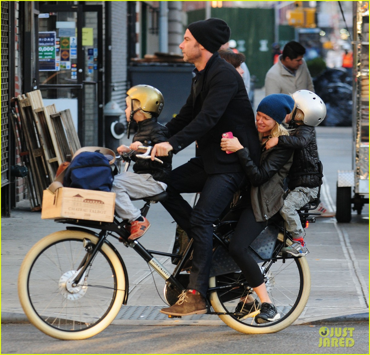 naomi watts liev screiber boys all ride on same bike 012973007