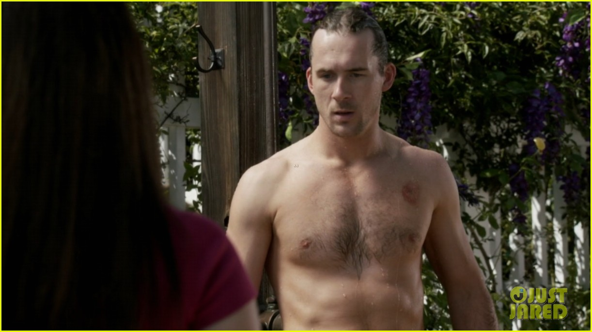 nick wechsler barry sloane revenge shirtless studs 022981636