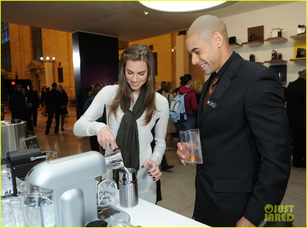 allison williams tries out nespresso in grand central terminal 04
