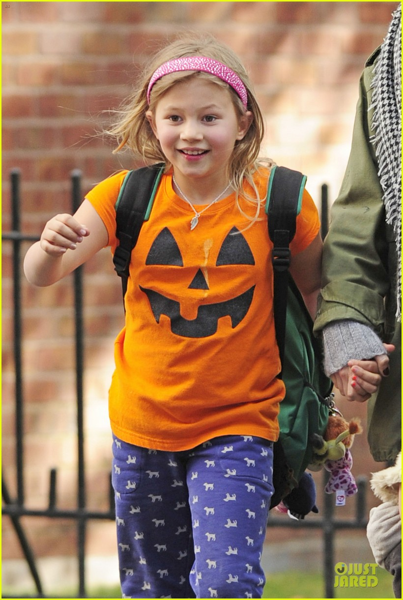 michelle williams matilda channels a cute pumpkin 02