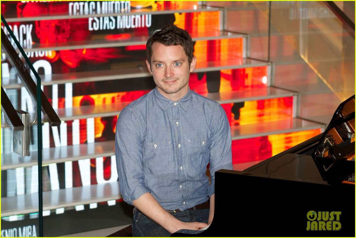 elijah wood grand piano promo in madrid 07