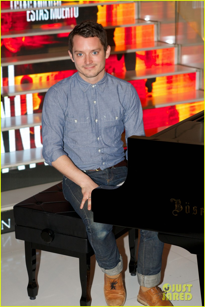 elijah wood grand piano promo in madrid 192972945