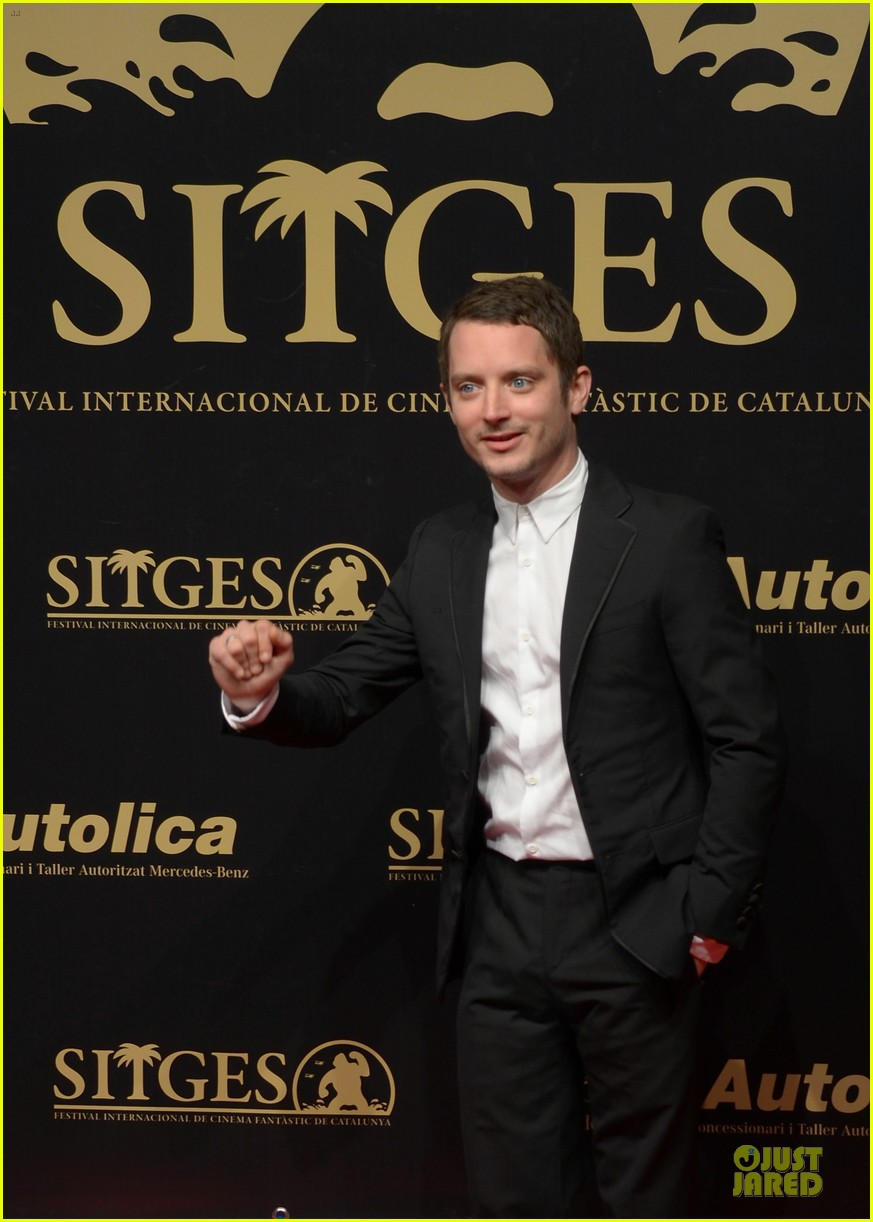 elijah wood grand piano photo call at sitges film fest 09
