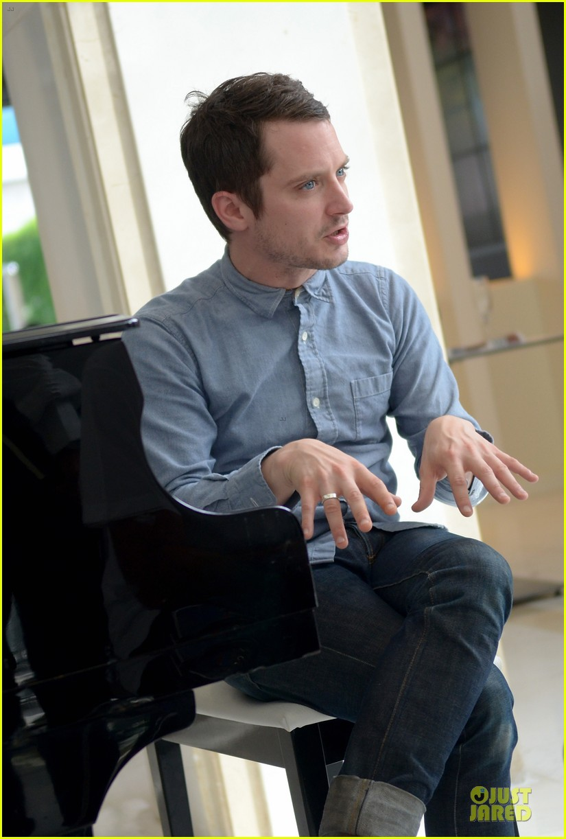 elijah wood grand piano photo call at sitges film fest 182970385