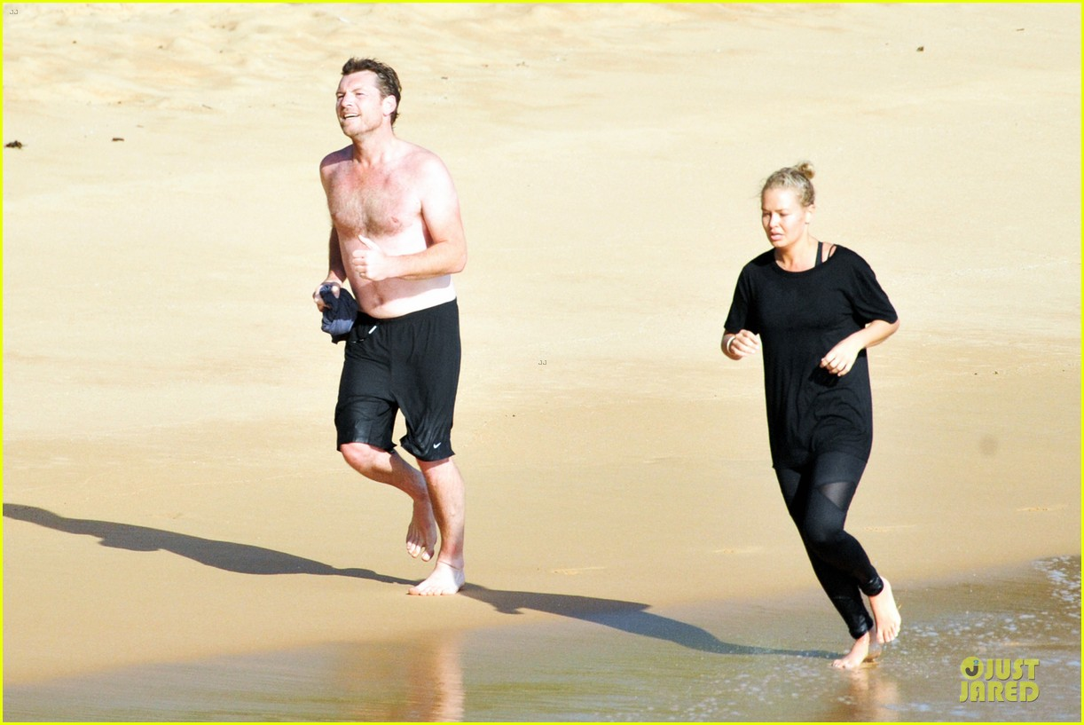 shirtless sam worthington laura bingle beach kissing couple 012969711
