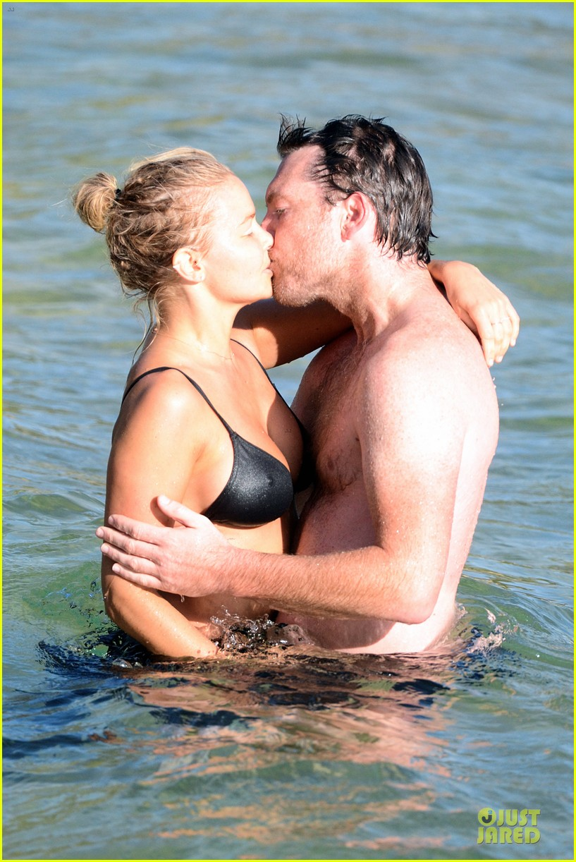 shirtless sam worthington laura bingle beach kissing couple 122969722