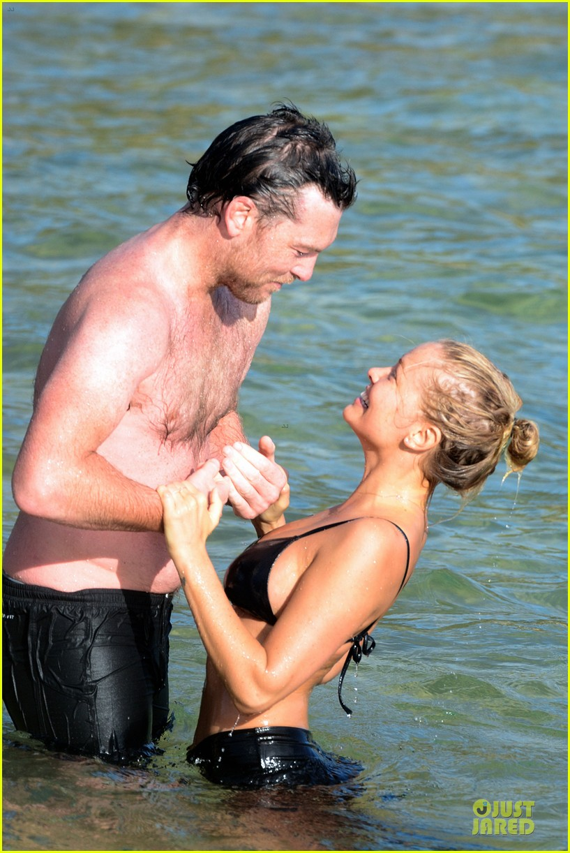 shirtless sam worthington laura bingle beach kissing couple 20