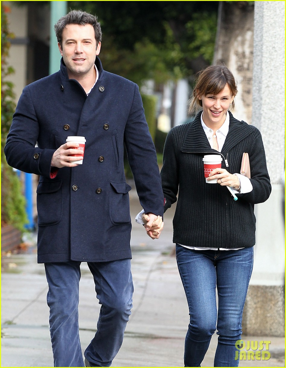 ben affleck opens car door for jennifer garner 093002244